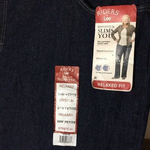 NWT Lee Riders 24W petite stretch jeans
